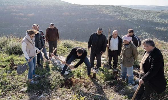 """لبنان اليوم - قصة شاب سوري تحدى إعاقته وأنشىء """"نيوز برس"""" المتخصص بالقضايا الاجتماعية"""
