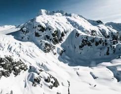 لبنان اليوم - السويد تُغطي جبلاً جليدياً بالقماش خشية الذوبان صيفاً