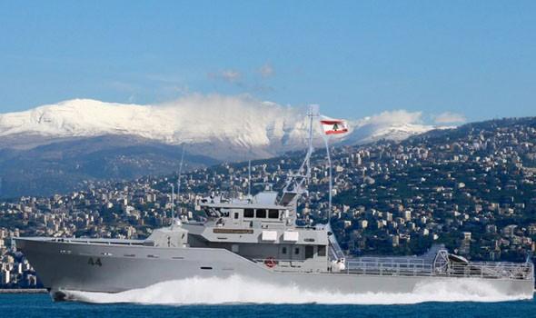 لبنان اليوم - لبناني يسبح من ميناء طرابلس إلى جزيرة الأرانب متسلحاً بزعانف بلاستيكية