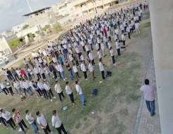 لبنان اليوم - أستاذ لبناني يصل إلى الثانوية على الحصان بعد ارتفاع أسعار المحروقات