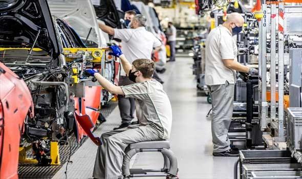 لبنان اليوم - مصنع «نيسان» للسيارات يستعين بروبوتات ذكية لجميع مهام التصنيع